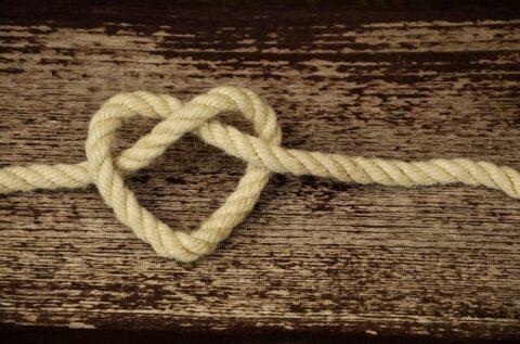 ロープで作ったハート