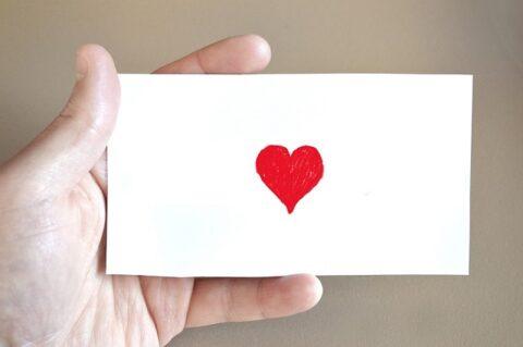ハートが描かれたカード